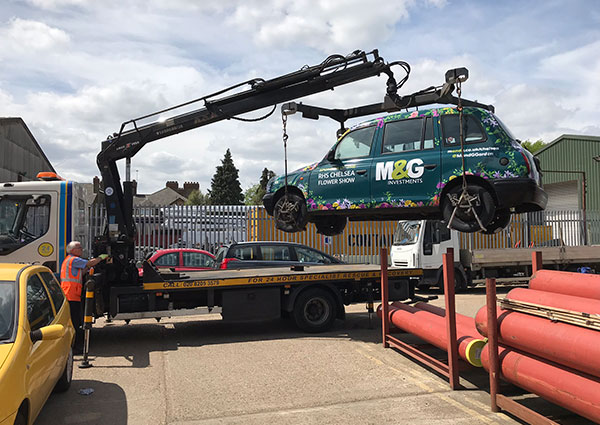 M&GInvestments_TaxiWrap_ChelseaFlowerShow_Crane