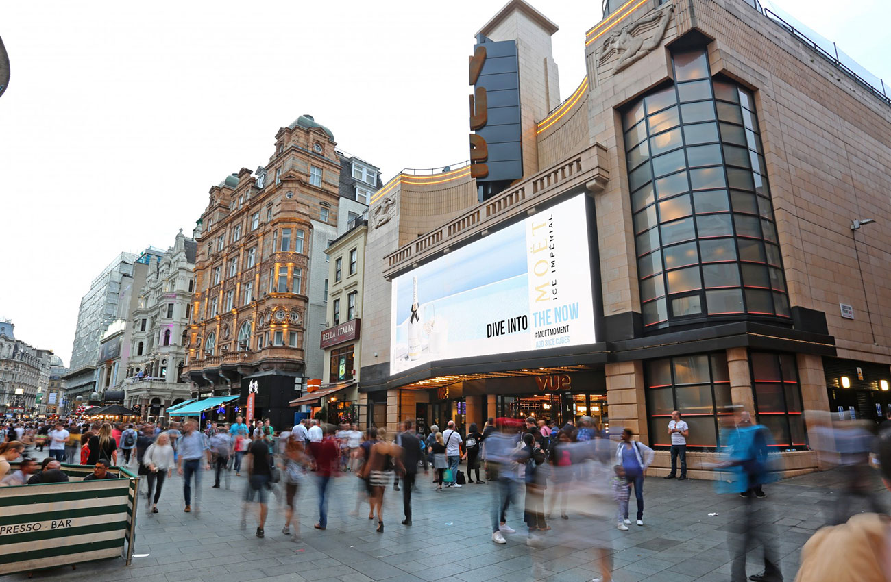 Moet Ice weather-reactive digital OOH in Leicester Square - Photo right side